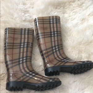 Authentic Burberry rain boots- size 39 (9)